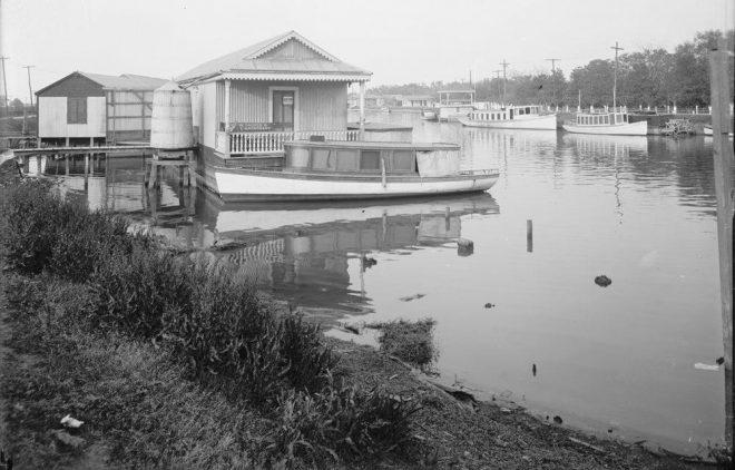BAYOU ST. JOHN, NEW ORLEANS, 1910. Image VIA [WIKIMEDIA](https://en.wikipedia.org/wiki/File:OldBasinOysterLuggers2.jpg).