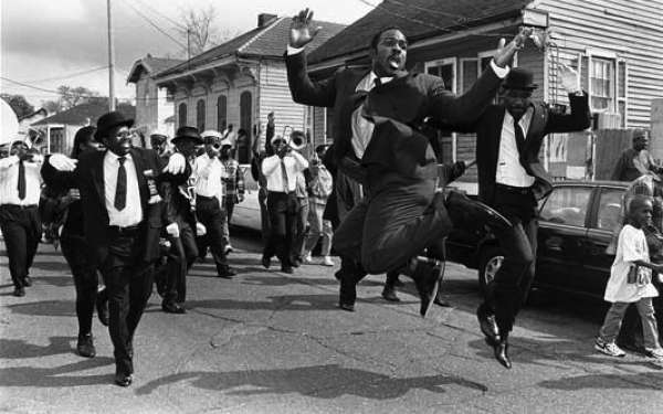 MICHAEL P. SMITH, _FUNERAL OF EMILE VICTOR CLAY_, 1996. COURTESY THE HISTORIC NEW ORLEANS COLLECTION.
