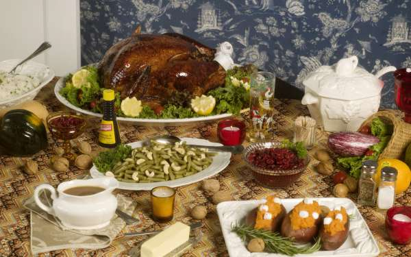 Roe Ethridge, _Thanksgiving 1984 (Table)_, 2009. Courtesy the artist and Gladstone Gallery, New York.