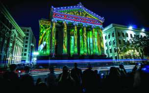 A projection-mapped installation on Gallier Hall for LUNA Fête 2016.