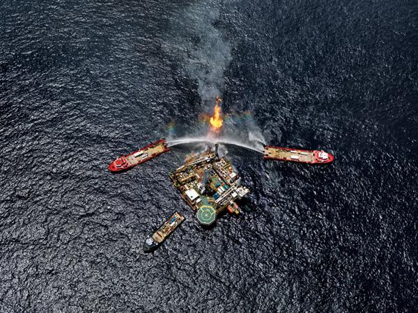 Burtynsky Oil Review Edward Burtynsky Oil Spill 5